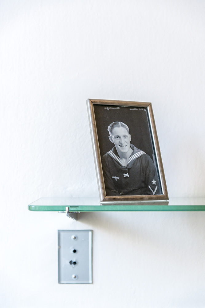 Shelf and Picture, Sonnefeld House Rotterdam 171118wc807594