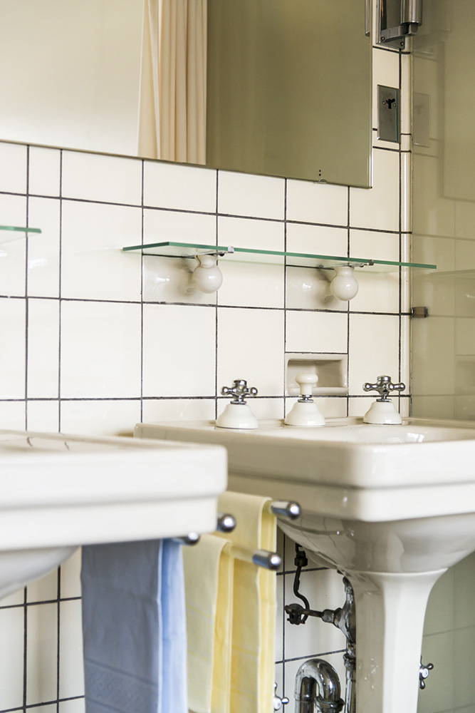 Bathroom Sinks, Sonnefeld House Rotterdam 171118wc807642