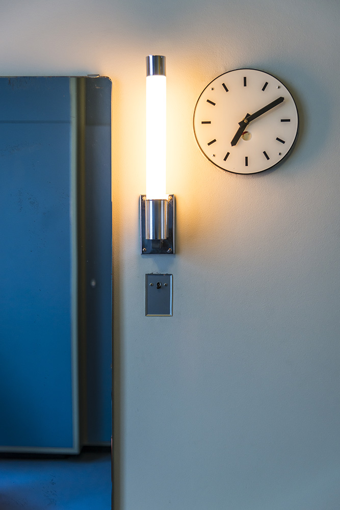 Bedside Clock and Light, Sonnefeld House Rotterdam 171118wc807651