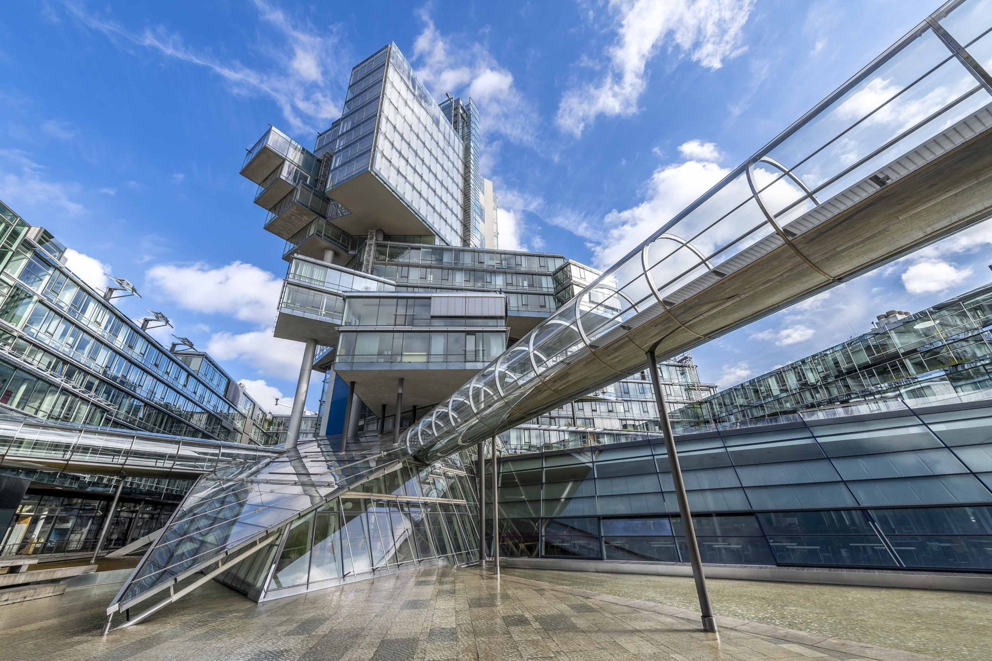 Deconstructivist building of the German Bank Nord:LB in Hannover, Germany 200929wc859775